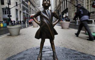 korkusuz-kız-heykeli