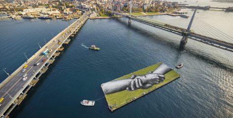 """Saype """"Duvarların Ötesi İçin"""" İstanbul'da"""
